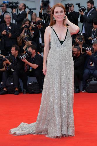 Фото №29 - Лучшие звездные образы за всю историю Венецианского кинофестиваля