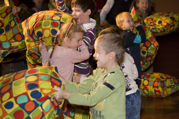 Фото №3 - Театр «Кураж» дарит маленьким зрителям «День в театре»