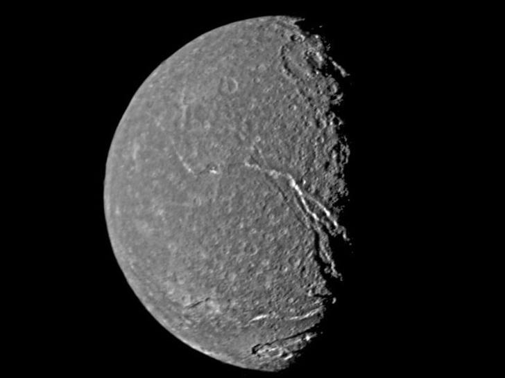 Фото №1 - Спутники Урана могут быть пригодными для жизни