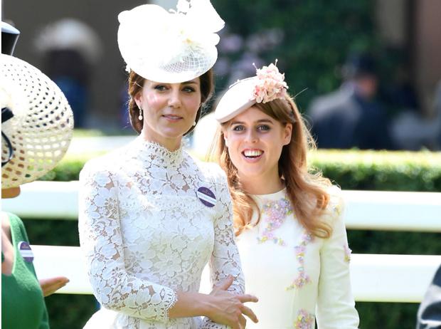 Фото №1 - Королевская обида: как герцогиня Кейт довела принцессу Беатрис до слез