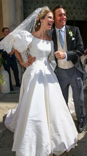 Фото №2 - Платье из сказки и роскошная тиара: как прошла свадьба принцессы Лихтенштейна