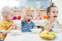 Сколько калорий должно быть в детском завтраке