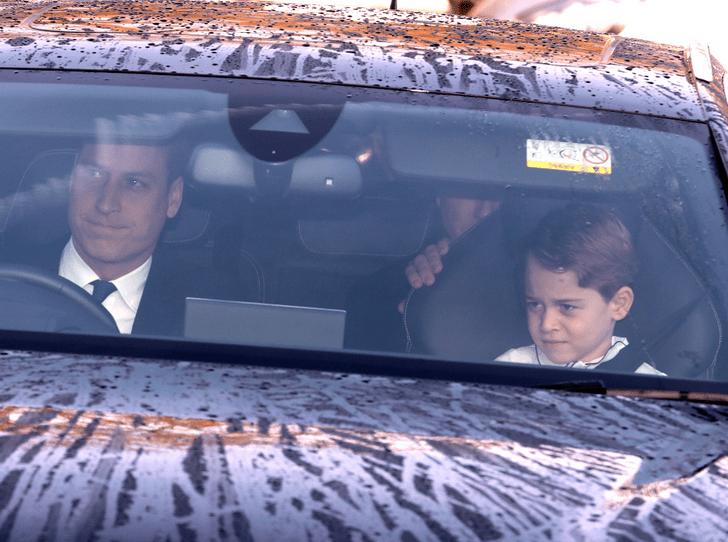 Фото №2 - Непраздничное настроение: в Сети обсуждают недовольных принца Джорджа и принцессу Шарлотту