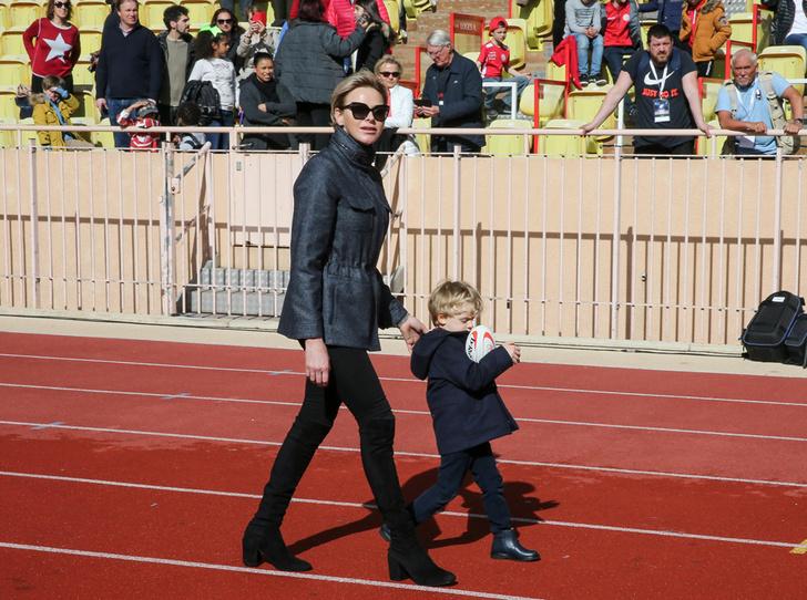 Фото №2 - Как княгиня Шарлен приучает детей к спорту