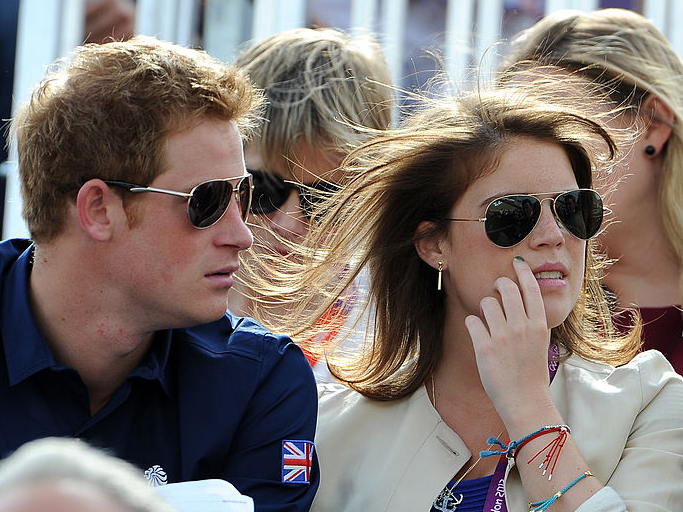 Фото №4 - Меган инсценировала беременность, а Чарльза тайно короновали: 5 новых (и очень странных) слухов о Виндзорах
