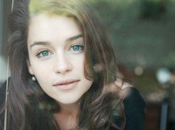 Фото №2 - 8 ролей Эмилии Кларк, которые она сыграла до «Игры престолов»
