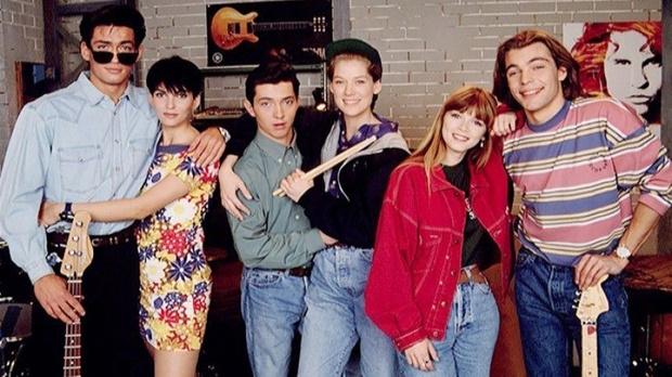 Фото №1 - Вспомнить все: 10 сериалов, которые мы обожали в 90-е