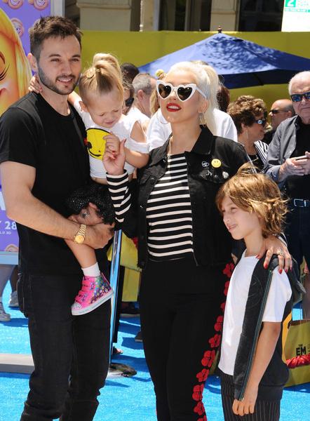 Кристина Агилера с детьми фото
