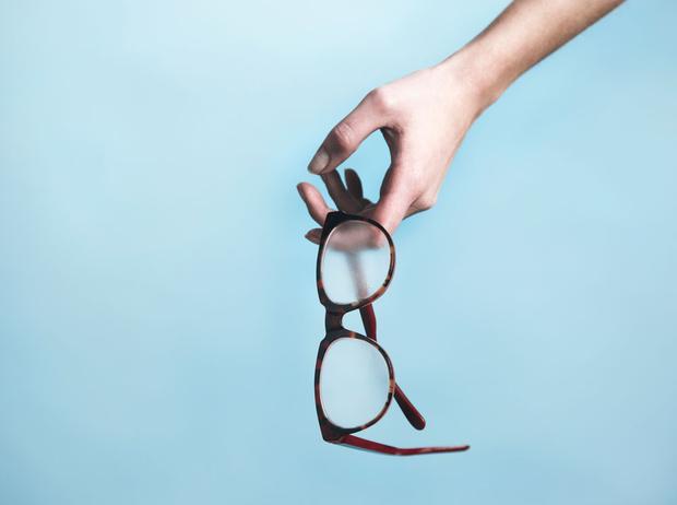Фото №2 - За стеклом: 3 главные ошибки при покупке оправы для очков