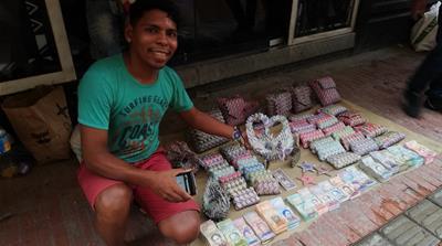 Фото №4 - Валюта Венесуэлы обесценилась настолько, что из денег начали делать сувениры для продажи туристам