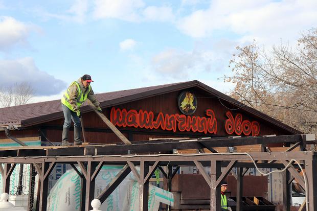 Фото №1 - В Красноярске начали сносить незаконные кафе у Центрального парка