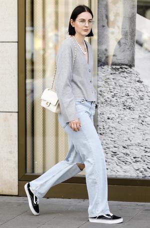 Фото №18 - Было ваше, стало наше: как и с чем носить джинсы-бойфренды