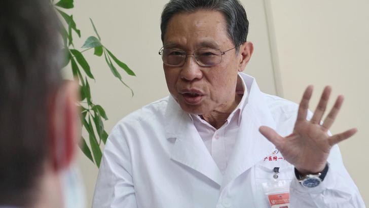 Фото №1 - Ведущий инфекционист Китая обвинил власти Уханя в сокрытии данных по коронавирусу