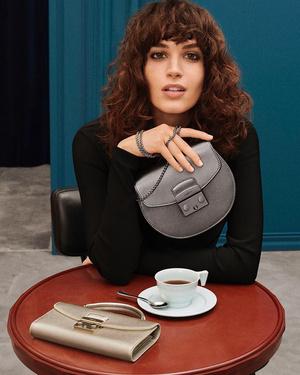 Фото №4 - Флирт по-итальянски: как носить сумки из новой коллекции Furla