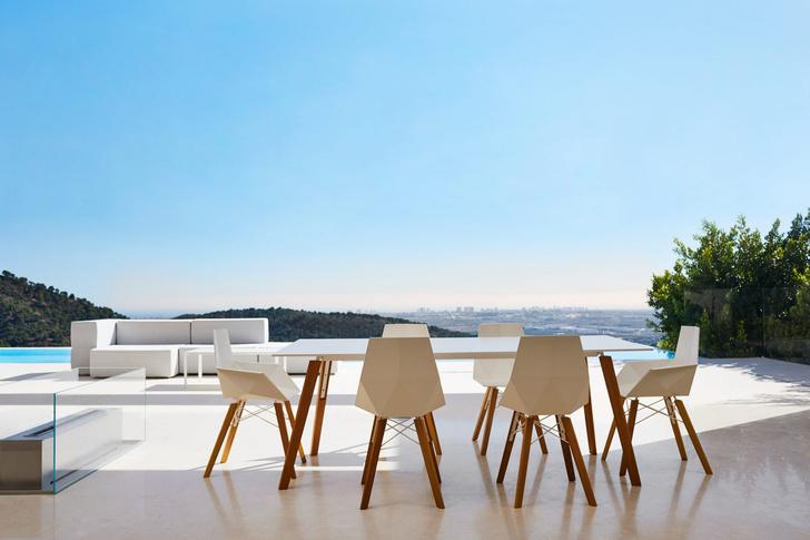 Фото №1 - Мебель для улицы Faz от Vondom