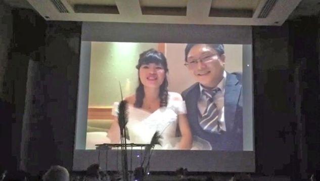 Фото №1 - Молодожены присутствовали на своей свадьбе виртуально, чтобы не заразить гостей коронавирусом