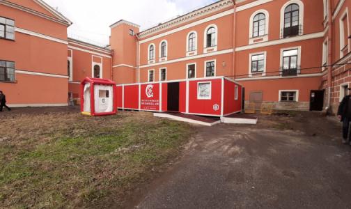 """Фото №1 - Санпропускник во дворе. В больнице Семашко готовы встречать """"коронавирусных"""" пациентов"""