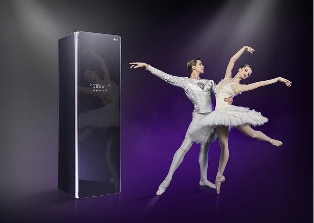 Фото №1 - Искусство и технологии: звезды балета Анна Тихомирова и Артем Овчаренко в отражении LG Styler