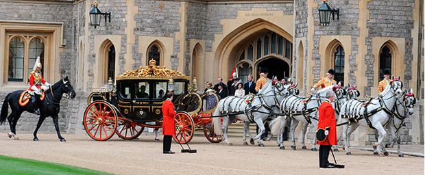 Фото №8 - Повезет – не повезет: кого из президентов Елизавета II катала в своей карете