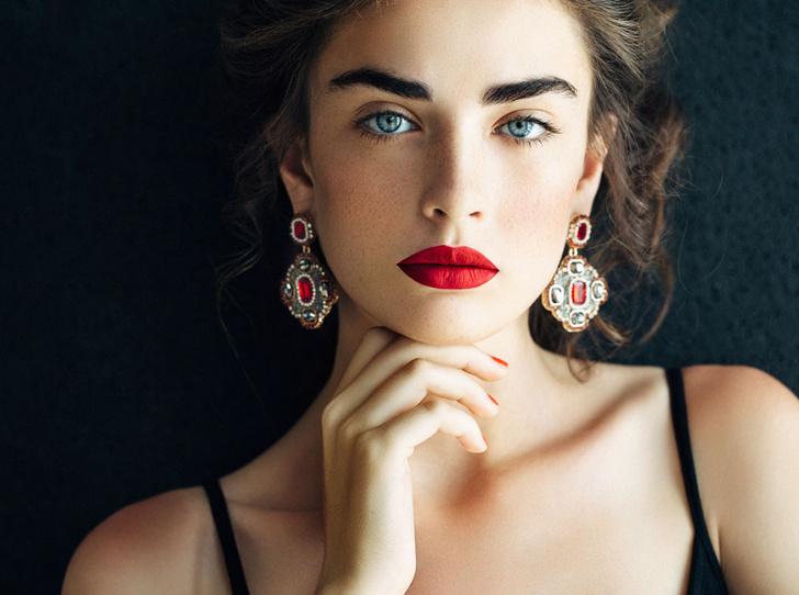 Фото №2 - Красная помада: прошлое и настоящее самого знаменитого make-up средства в истории