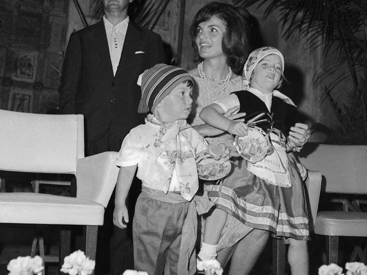 Фото №10 - Счастье на четверых: самые трогательные фото четы Кеннеди с детьми