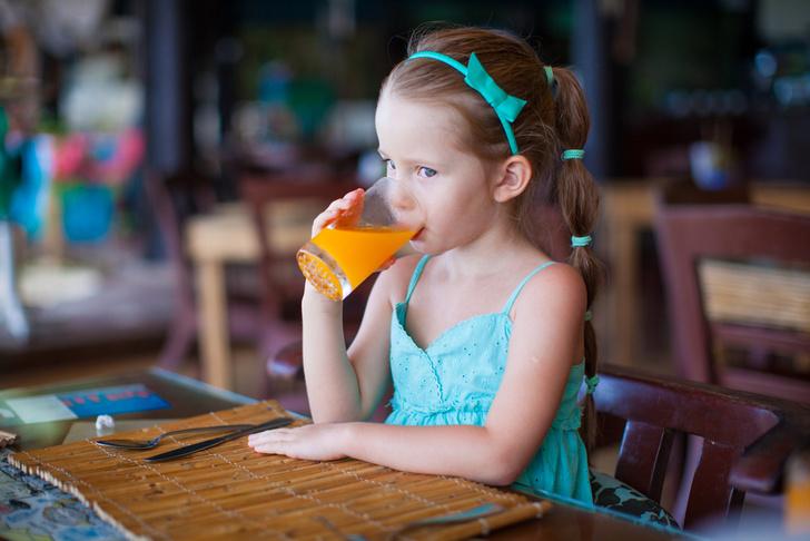 Фото №1 - Врачи советуют не давать детям фруктовые соки