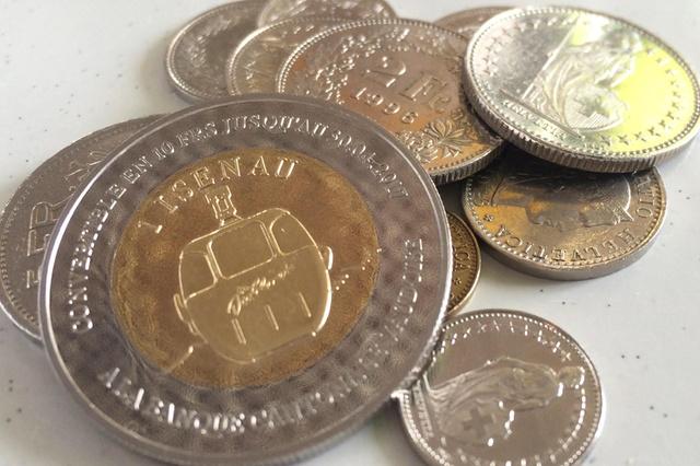 Фото №1 - Горнолыжный курорт в Швейцарии ввел собственную валюту