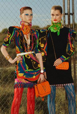 Фото №11 - Как носить шелковые платки: 10 самых простых и стильных способов