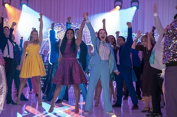Фото №5 - 5 самых крутых аутфитов из фильма «Выпускной» от Netflix