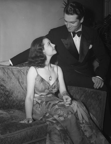 Фото №2 - Романтика «Оскара»: самые красивые звездные пары в истории премии