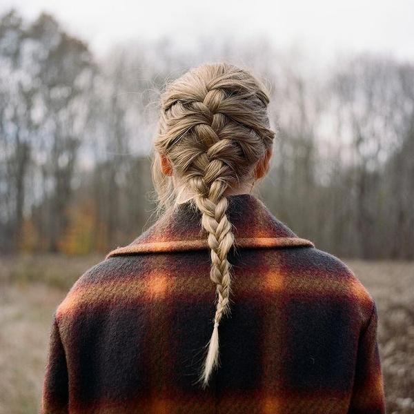 Фото №1 - Вещь дня: пальто как у Тейлор Свифт с обложки нового альбома «Evermore»