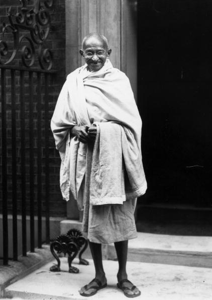 Фото №1 - 16 жизненных уроков, которым ты можешь научиться у Махатмы Ганди