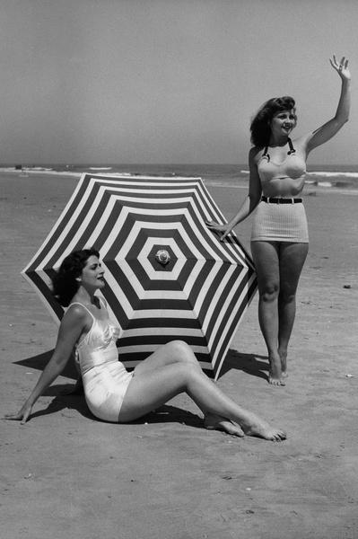 Фото №5 - Путешествие во времени по пляжам: от бикини до шаровар