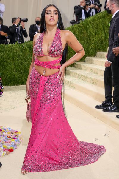 Фото №2 - В стиле сексуальной Одри Хепберн: самые провокационные «голые» платья на Met Gala
