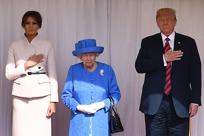 Фото №8 - Нарушил или нет: чего не сделал Дональд Трамп при встрече с Королевой (и был ли должен)