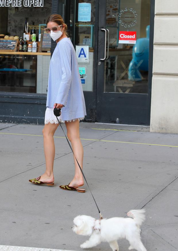 Фото №1 - Длинная блуза поверх кружевного платья: простой стилистический прием Оливии Палермо