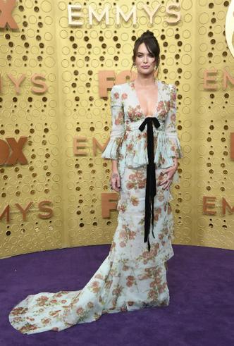 Фото №11 - «Эмми»-2019: лучшие наряды звезд на ковровой дорожке церемонии