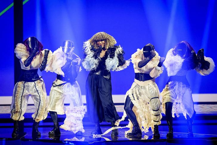 Фото №7 - Стразы и перья: самые эпатажные и смелые образы «Евровидения-2021»