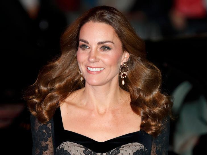 Фото №8 - Всегда безупречна: 10 лучших причесок герцогини Кейт на любой случай
