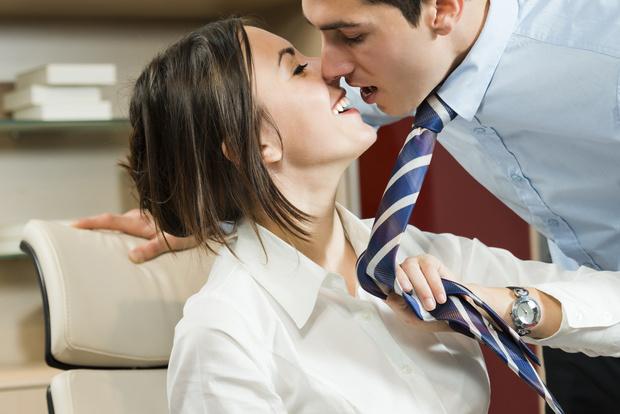Фото №1 - Правила офисного секса: что, где, когда