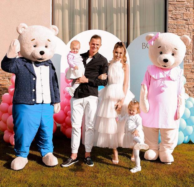 Фото №1 - Еле стоит на ногах и плачет: Тарасова поздравляют со скорым рождением сына