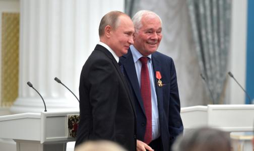 Фото №1 - Во время вручения госнаграды Леонид Рошаль попросил президента защитить врачей