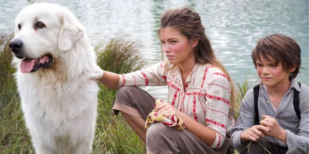 Фото №1 - Самая юная посланница красоты L'Oréal Paris сыграла в фильме «Белль и Себастьян: приключения продолжаются»