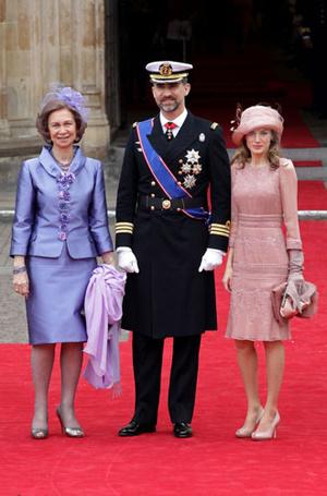 Фото №3 - Какие головные уборы носит королева Летиция