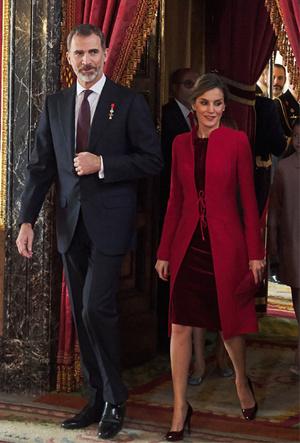 Фото №8 - Марсала, сангрия, марон: как королевские особы носят винные оттенки