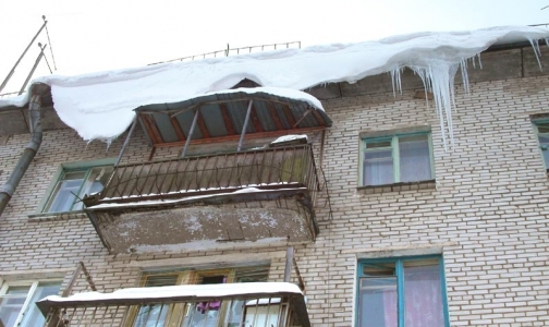Фото №1 - Семь петербуржцев пострадали из-за сосулек