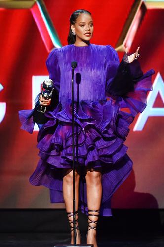 Фото №46 - Это слишком: как Рианна «помешалась» на одежде oversize