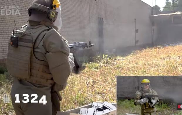 Фото №1 - Сколько патронов надо отстрелять, чтобы «убить» автомат Калашникова? (видео)