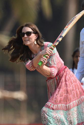Фото №41 - Это надо видеть: 14 случаев, когда Кейт Миддлтон забыла, что она— герцогиня