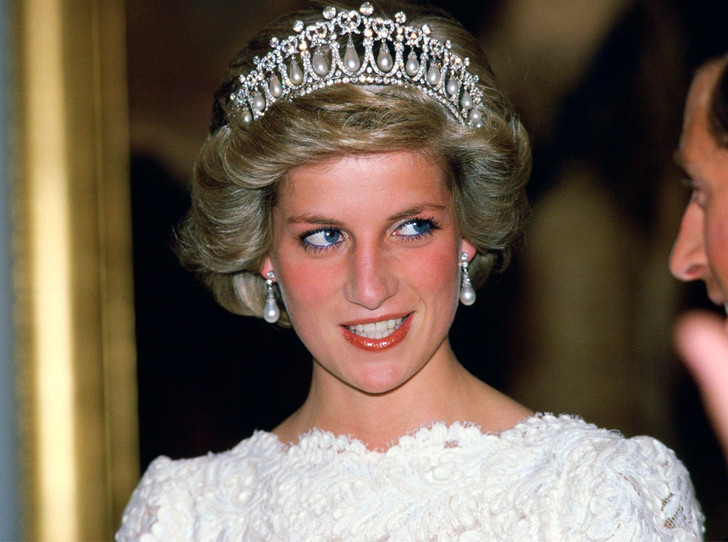 Фото №1 - Самые красивые королевские тиары современности